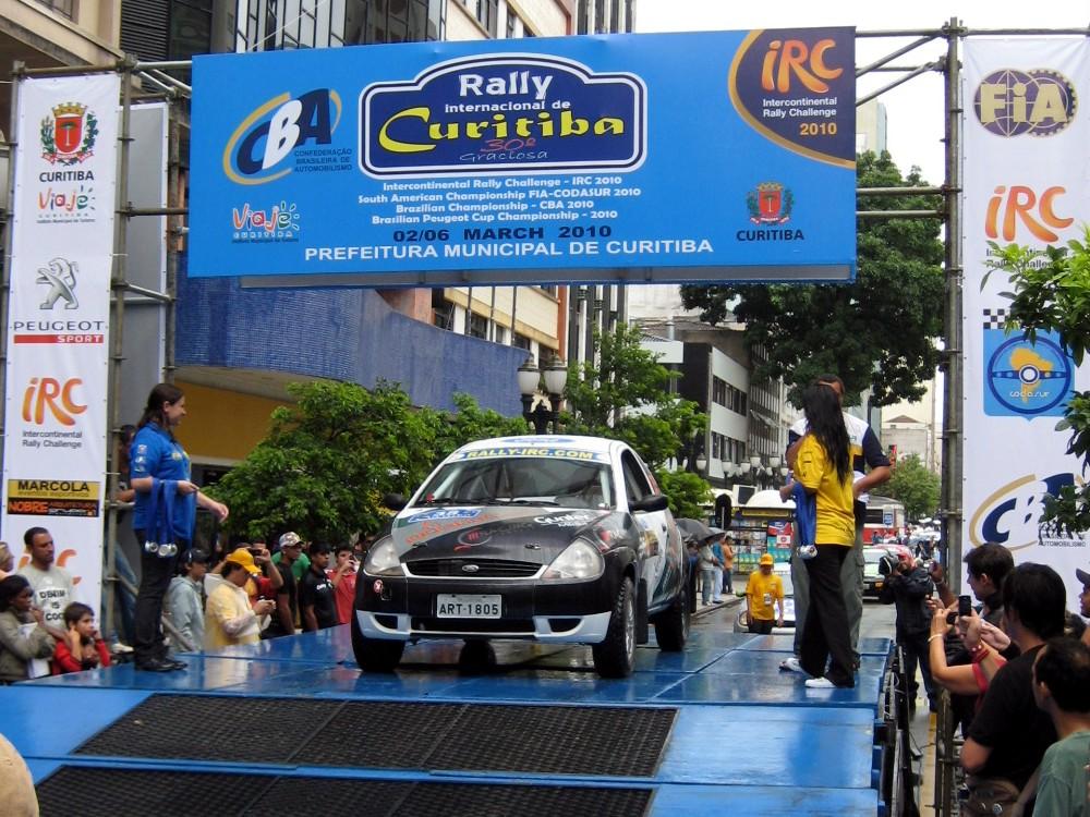 Muita chuva na largada promocional do Rally de Curitiba