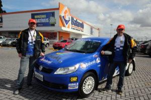 Carro lider do Campeonato Paranaense de Rally em exposição no Balaroti Barigui