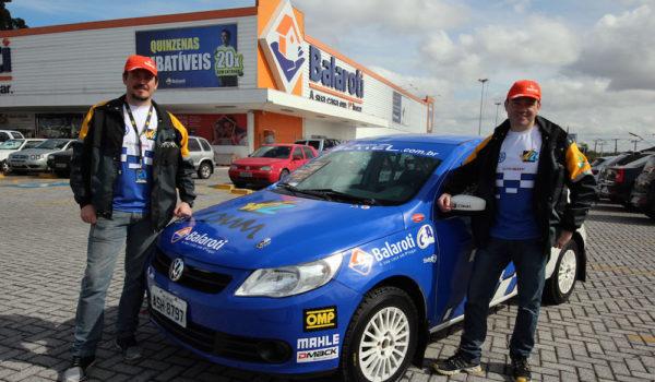 Balaroti Pinhais expõe carro de rally patrocinado pela rede