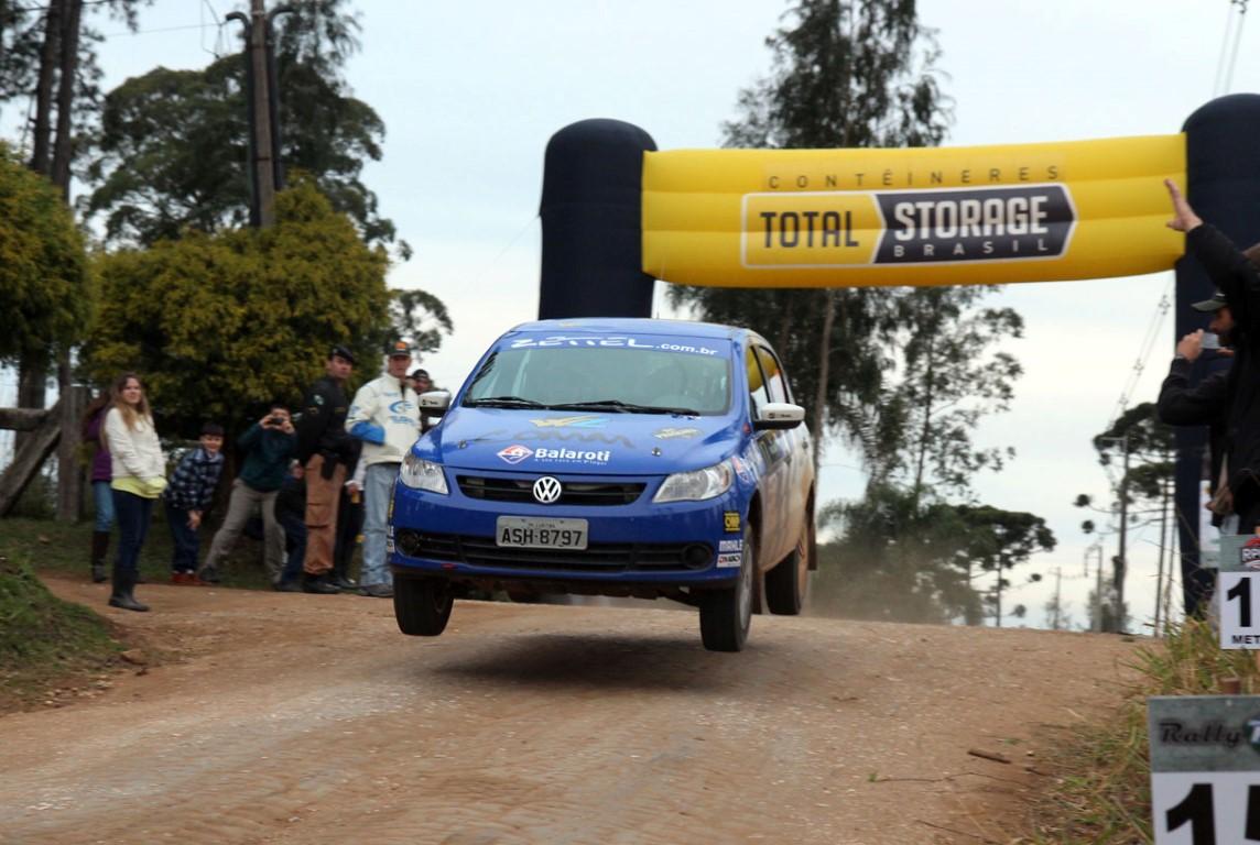 Mesmo com problemas mecânicos, Leo e Fred Zettel conquistam a terceira colocação no Rally de Piraquara