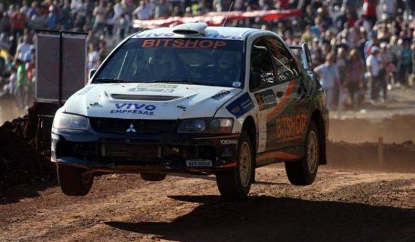 Cidade catarinense sedia a terceira etapa do brasileiro de rally e promete intensa disputa.